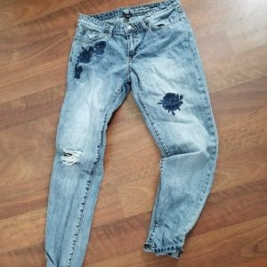 GAP Sexy Boyfriend Appliqued Jeans Size 6